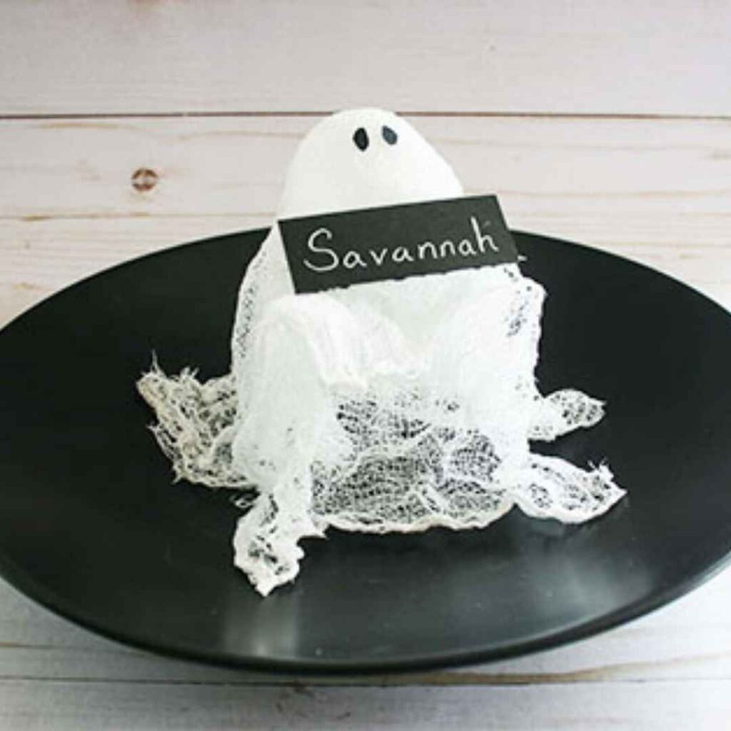 Adorn the table - Halloween place settings